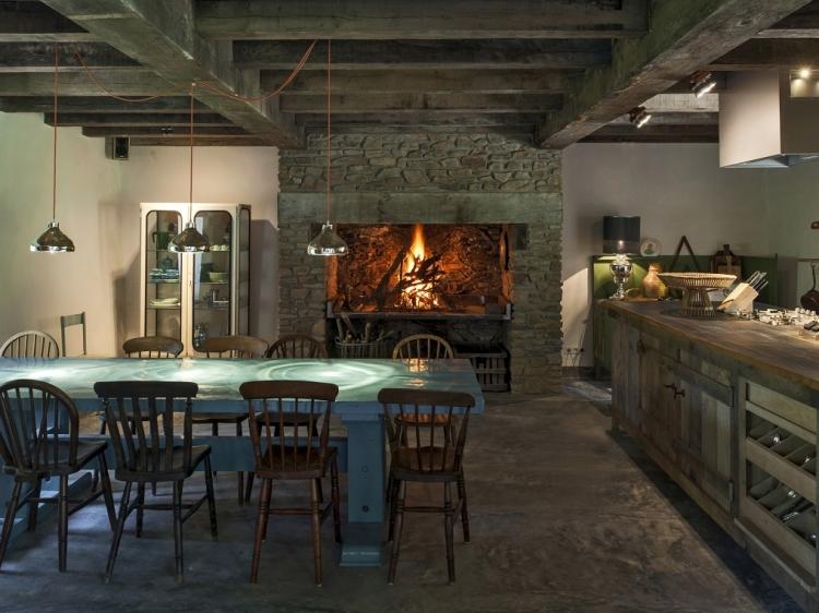 Wohnen im Le moulin chalais dordogne boutique hotel besonders luxuriös aussergewöhnlich trendig chic cool klein