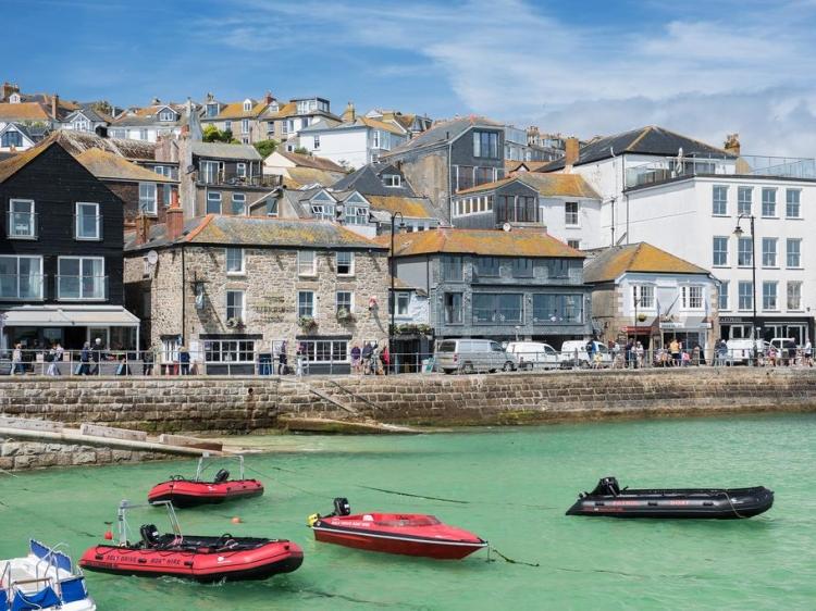Wohnen im Lifeboat Inn St Ives Cornwall boutique hotel besonders luxuriös aussergewöhnlich trendig chic cool klein