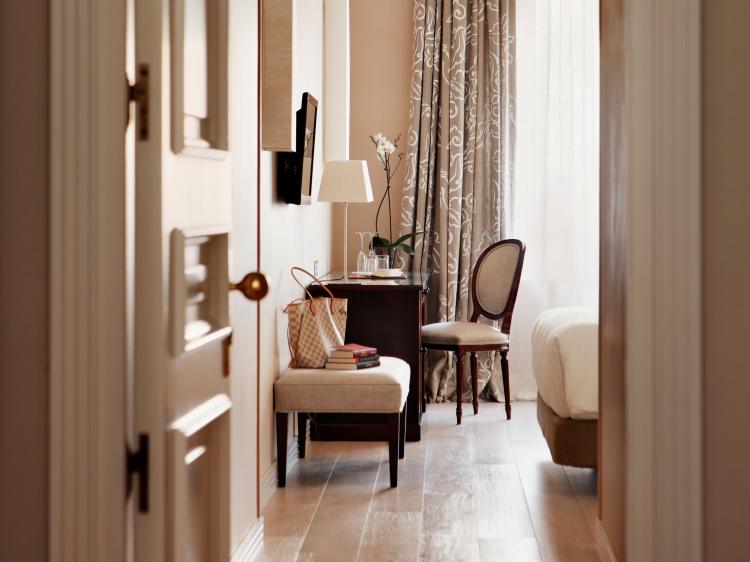 hotel rector. Black Bedroom Furniture Sets. Home Design Ideas