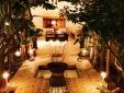 Lounge mit Kamin auf der Terrasse