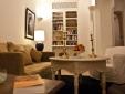 Lounge und Bibliothek
