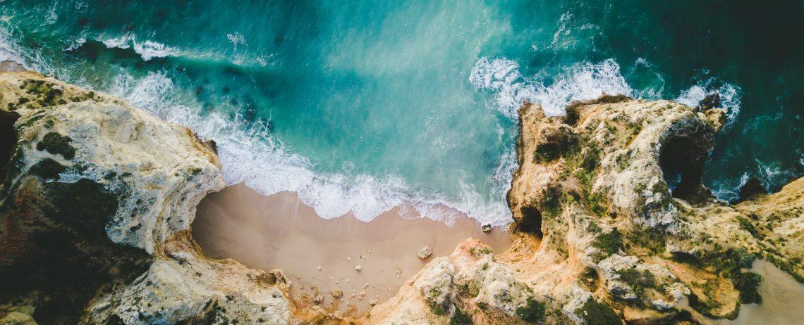 Sonne, Strand und Meerblick