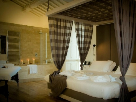 Secretplaces castello di montignano relais spa massa for Design hotel umbrien